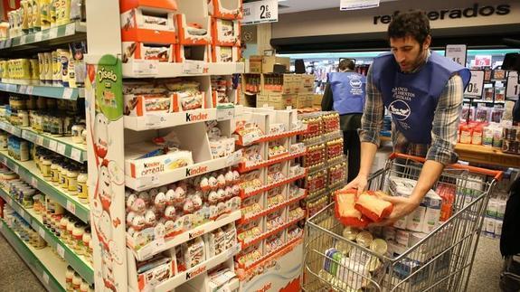 Mumbrú colabora en la recogida de alimentos